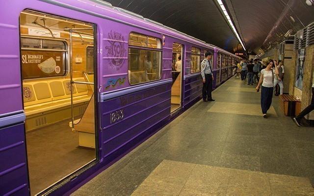 Kondisionerli, enli qapılı, əlillərin rahat olacağı metro qatarları gətirildi