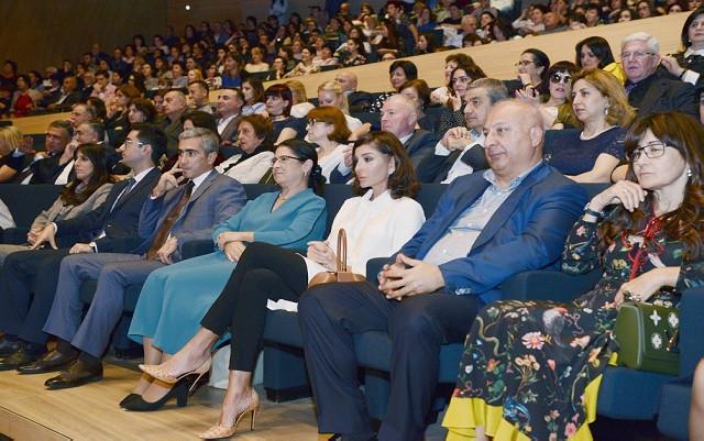 """Mehriban Əliyeva """"Turetski xoru""""nun konsertində - Fotolar"""