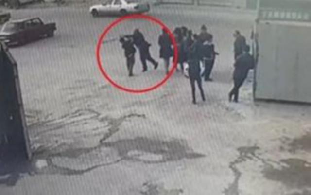 Bakıda şagirdi döyən direktor müavini işdən çıxarıldı - Video