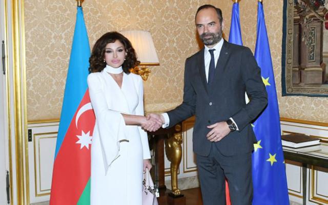 Mehriban Əliyeva Fransanın Baş naziri ilə görüşüb - Sənədlər imzalanıb