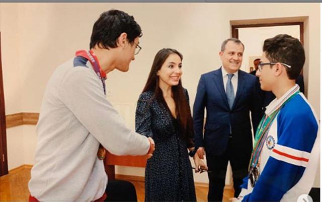 Leyla Əliyeva olimpiada qalibləri ilə görüşdü - Fotolar