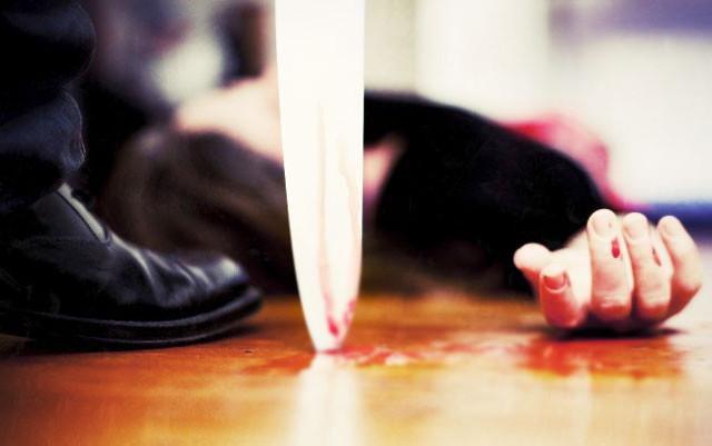 Əri tərəfindən ticarət mərkəzində bıçaqlanan qadın öldü