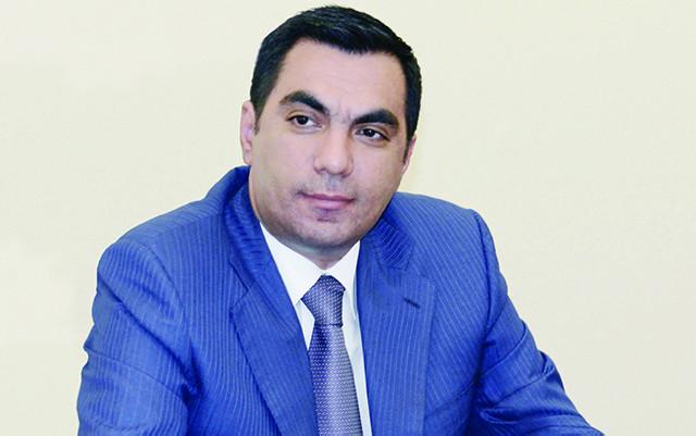 Elmar Qasımova da yubiley medalı verildi
